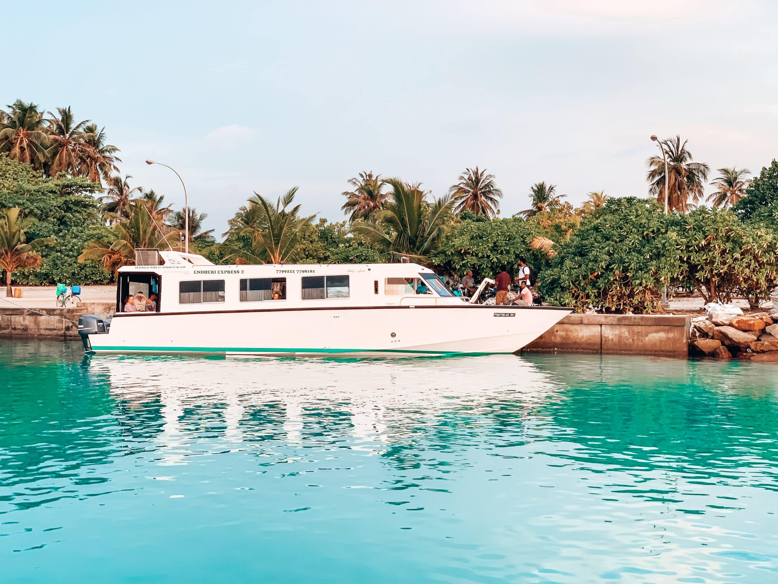 Speedboat that travels between Male' and Dhigurah