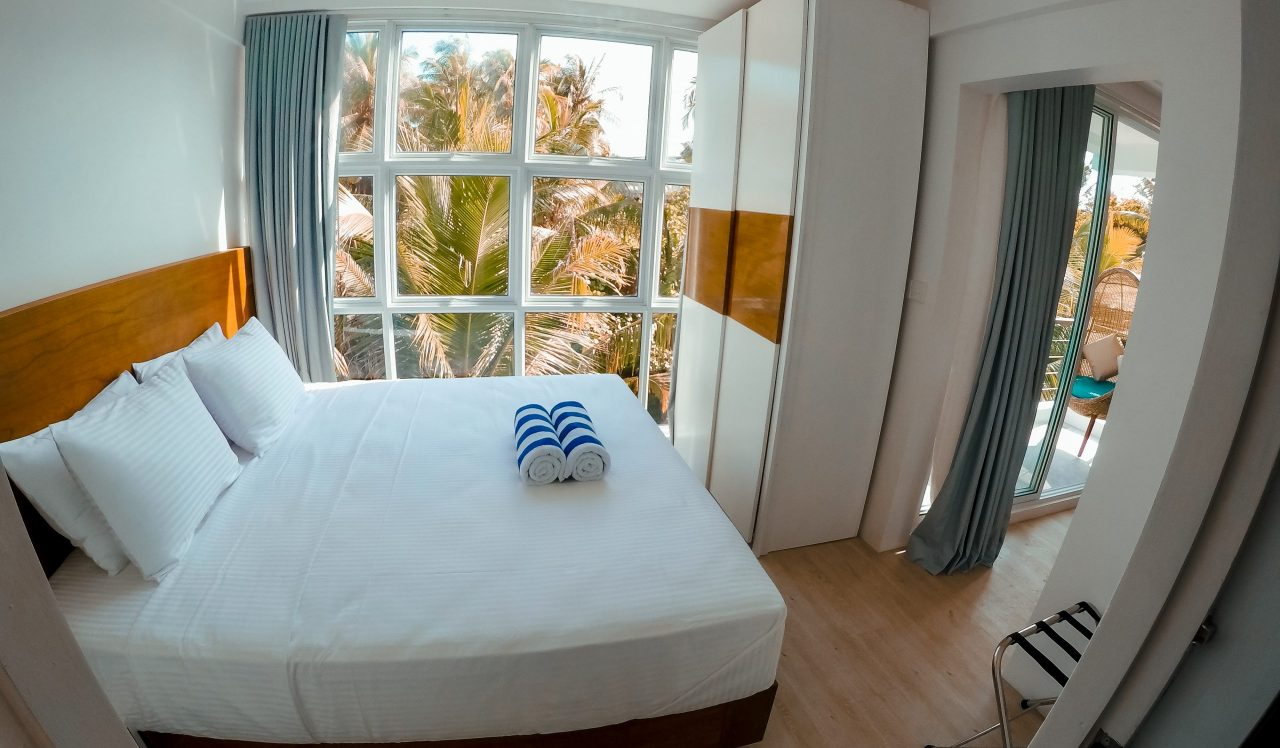 Suite Guest House Maldives - bedroom with view on palm trees